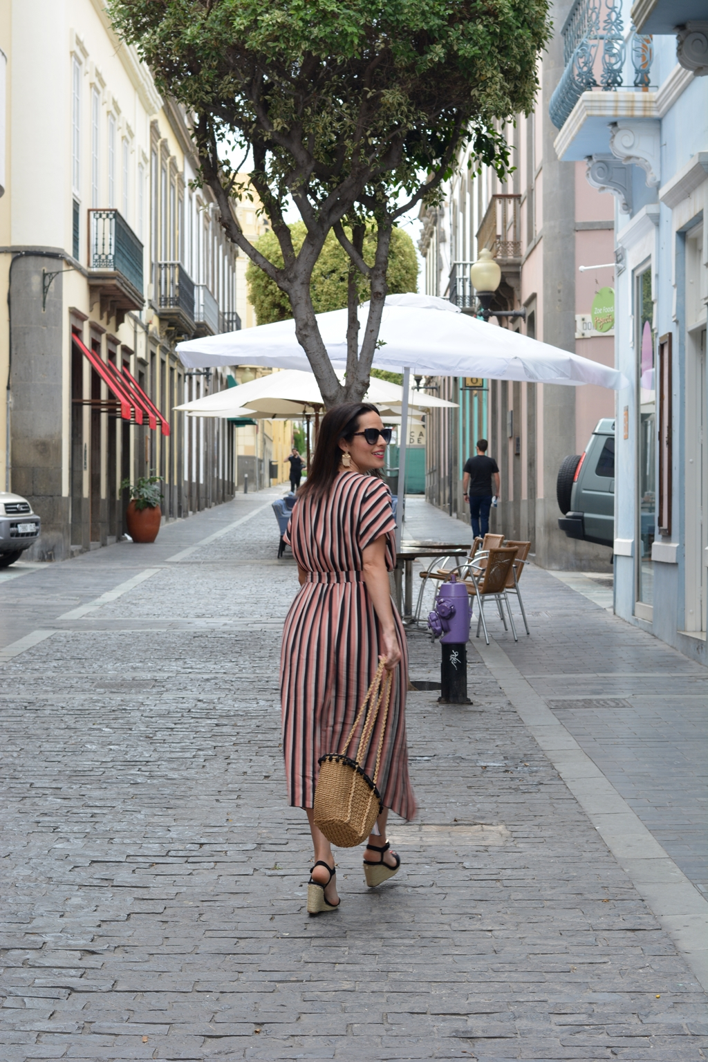 zara-striped-midi-dress-look-daily-outfit