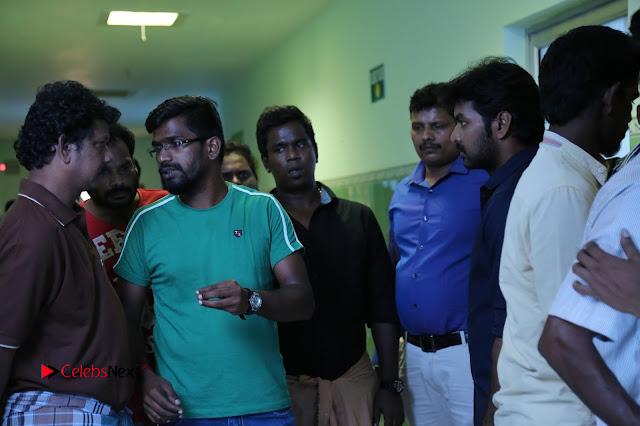 Enakku Vaaitha Adimaigal Tamil Movie Working Stills  0013.JPG
