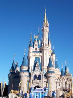 O Castelo da Cinderela é frequentemente confundido com o Castelo da Bela  Adormecida localizado na Disneylândia da Califórnia. Contudo as diferenças  são ... 8a9535f1af30a