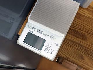 TANITA 洗えるクッキングスケール KW-320 テーブルからの出っ張り具合