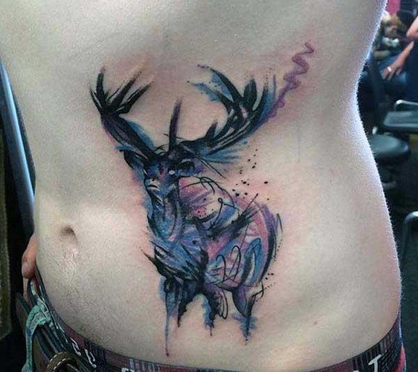 renkli geyik dövmesi karın
