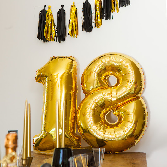 Balony foliowe na 18 urodziny w złotym kolorze