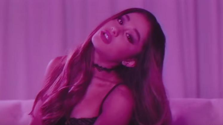 """Ariana Grande divulgou nessa quinta-feira, 31, o primeiro clipe para """"Dangerous Woman"""""""
