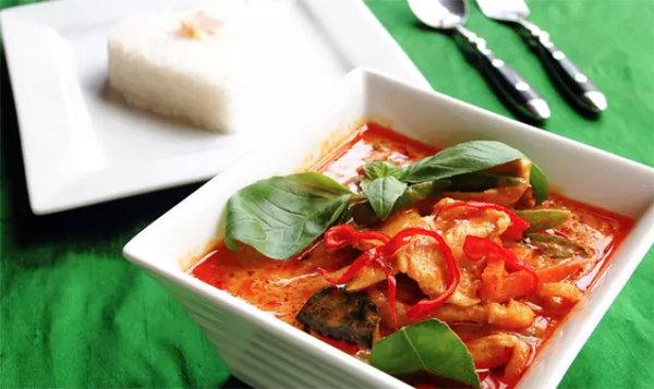 去泰國必吃的十道菜!紅咖喱