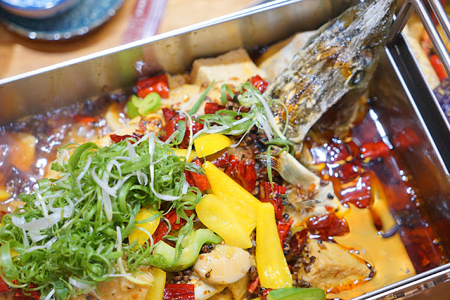 DSC09721 - 熱血新聞稿│台中烤魚餐廳,營業到凌晨兩點的店小二紅樓夢椒麻烤魚,沒那個屁股就不要點到大辣