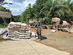 Anggota Satgas TMMD Menghitung Material Semen yang Sudah Datang