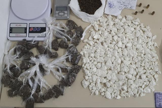 78ª CIPM apreende 432 porções de drogas com dois traficantes