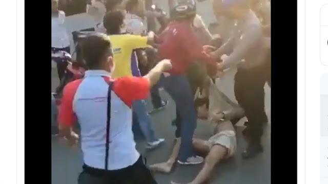Rekam Peserta Aksi Dikeroyok Polisi, Jurnalis <i>Suaracom</i> Ikut Diseret dan Ditendang