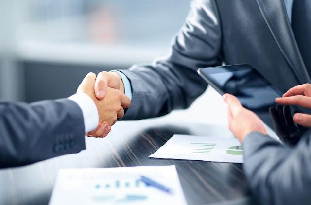 moratoria - stretta di mano tra banche e imprese