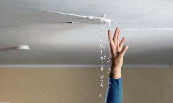 Atap bocor adalah masalah yang sangat sering terjadi