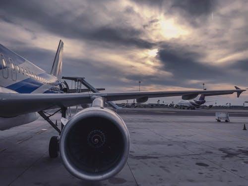حجز تذاكر الطيران عبر الإنترنت