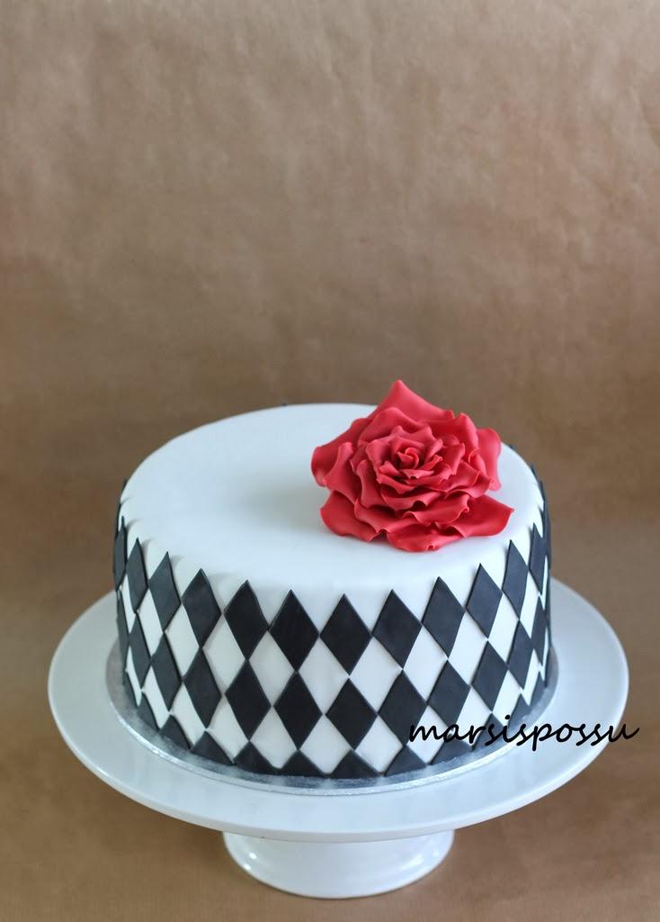Salmiakkikuvioinen kakku