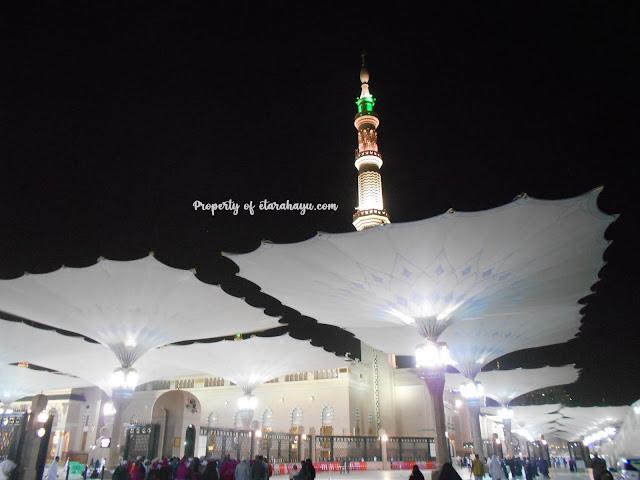 masjid madinah di malam hari