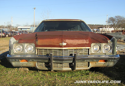 Grill view of rusty 1972 Caprice