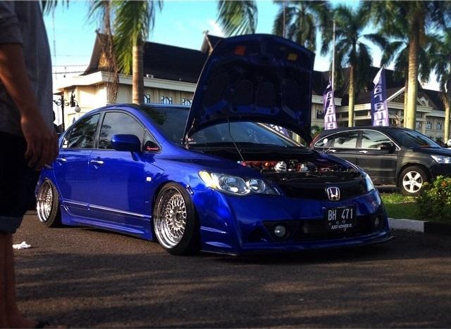 Modifikasi Mobil Ceper Honda Civic Warna Biru Dengan Velg