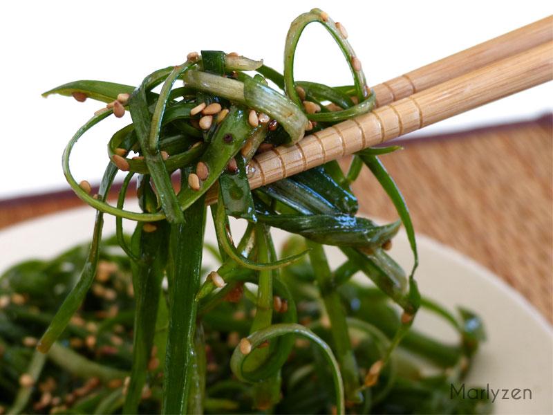 Salade d'oignons verts épicés à la coréenne