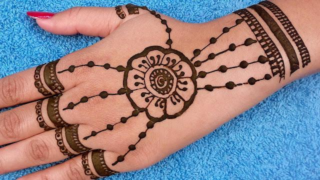 अरेबिक मेहँदी के सिंपल डिज़ाइन की फोटो इमेजेज दिखाना