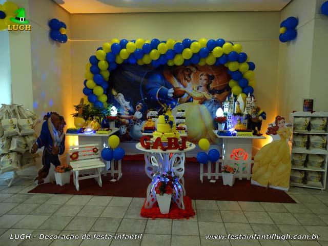 Decoração tema A Bela e a Fera para festa de aniversário feminino