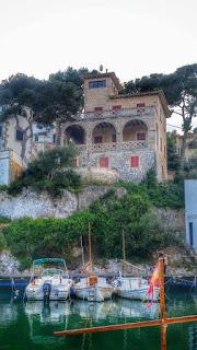 Pueblo Cala Figuera Mallorca con casas y barcas
