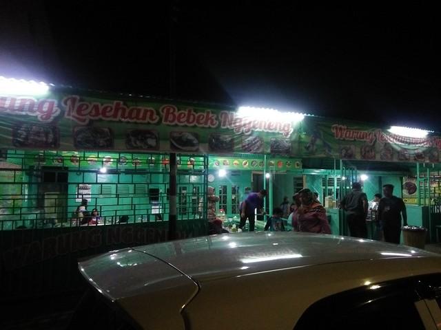 Tampak depan lokasi Warung Nggeneng;Warung Nggeneng, Sensasi Kuliner Malam di Jombang;Kuliner Malam dan Lokasi Warung Nggeneng;