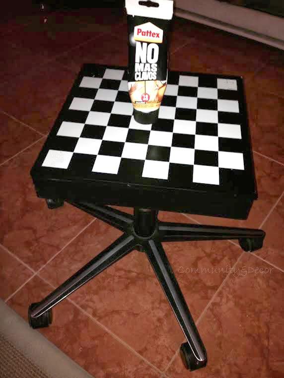 briconsejo para reutilizar una estructura metálica y un tablero de ajedrez