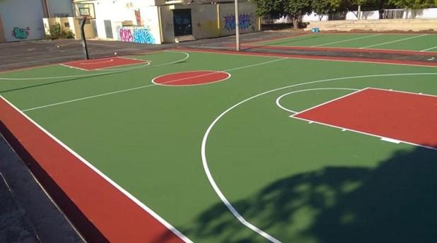 Πέντε άτομα έπαιζαν μπάσκετ σε σχολείο της Λάρισας και αποκόμισαν από ένα πρόστιμο
