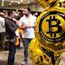Ngân hàng đầu tiên trên thế giới cho rút tiền bằng bitcoin