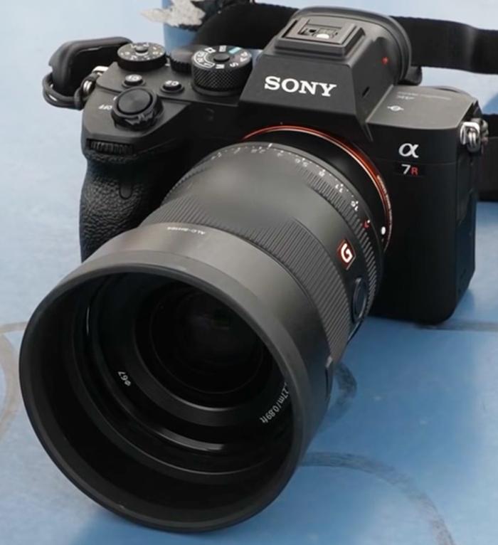 Объектив Sony 35mm f/1.4 GM с камерой Sony