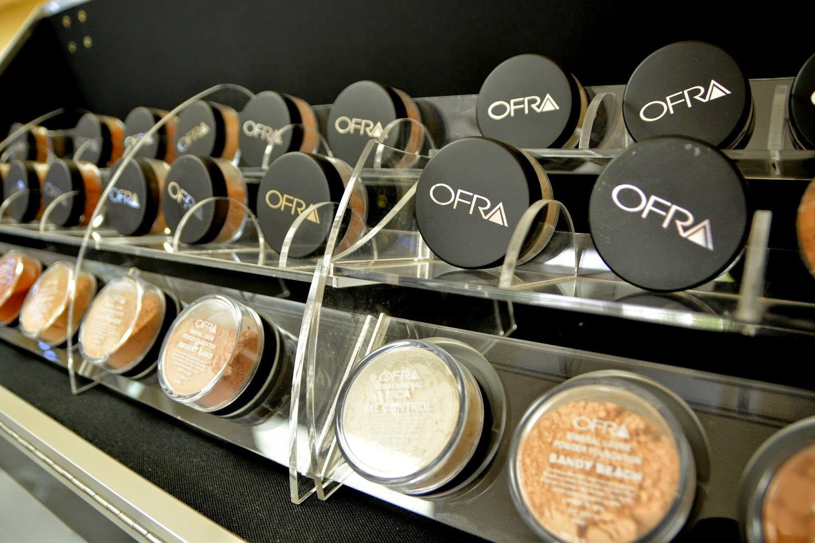 What Makes Great Cosmetology School Makeup Kits? -Ofra Cosmetics