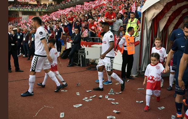 Turquie: des supporteurs d'Antalyaspor mécontents de Samuel Eto'o, le font savoir (Photos)