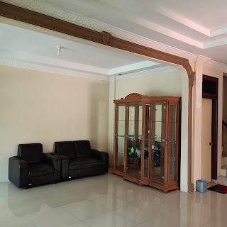 Ruang tamu rumah 2 lantai di Perumahan Citra Wisata Jl. Karya Wisata Medan Johor Medan Sumatera Utara