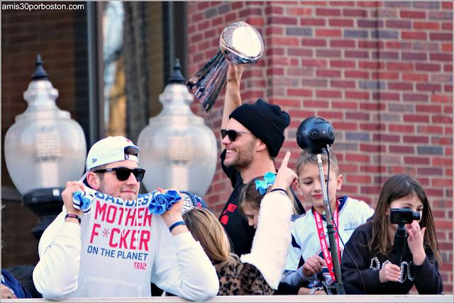 Camiseta con Mensaje en el Desfile de los Patriots por la Celebración de la Super Bowl LIII