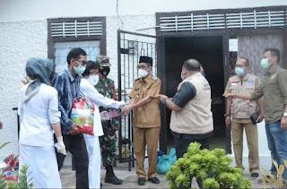 H.Bakhtiar Mendampingi Anggota DPR RI Memberikan Bantuan Sembako