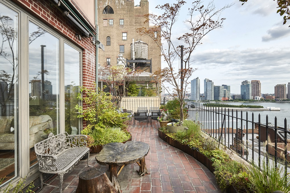 "JOHN LENNON'S ""LOST WEEKEND"" NEW YORK PENTHOUSE"
