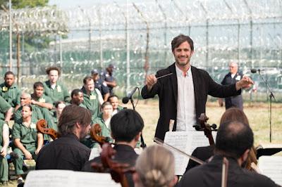 Gael Garcia Bernal in Mozart in the Jungle Season 3 (1)