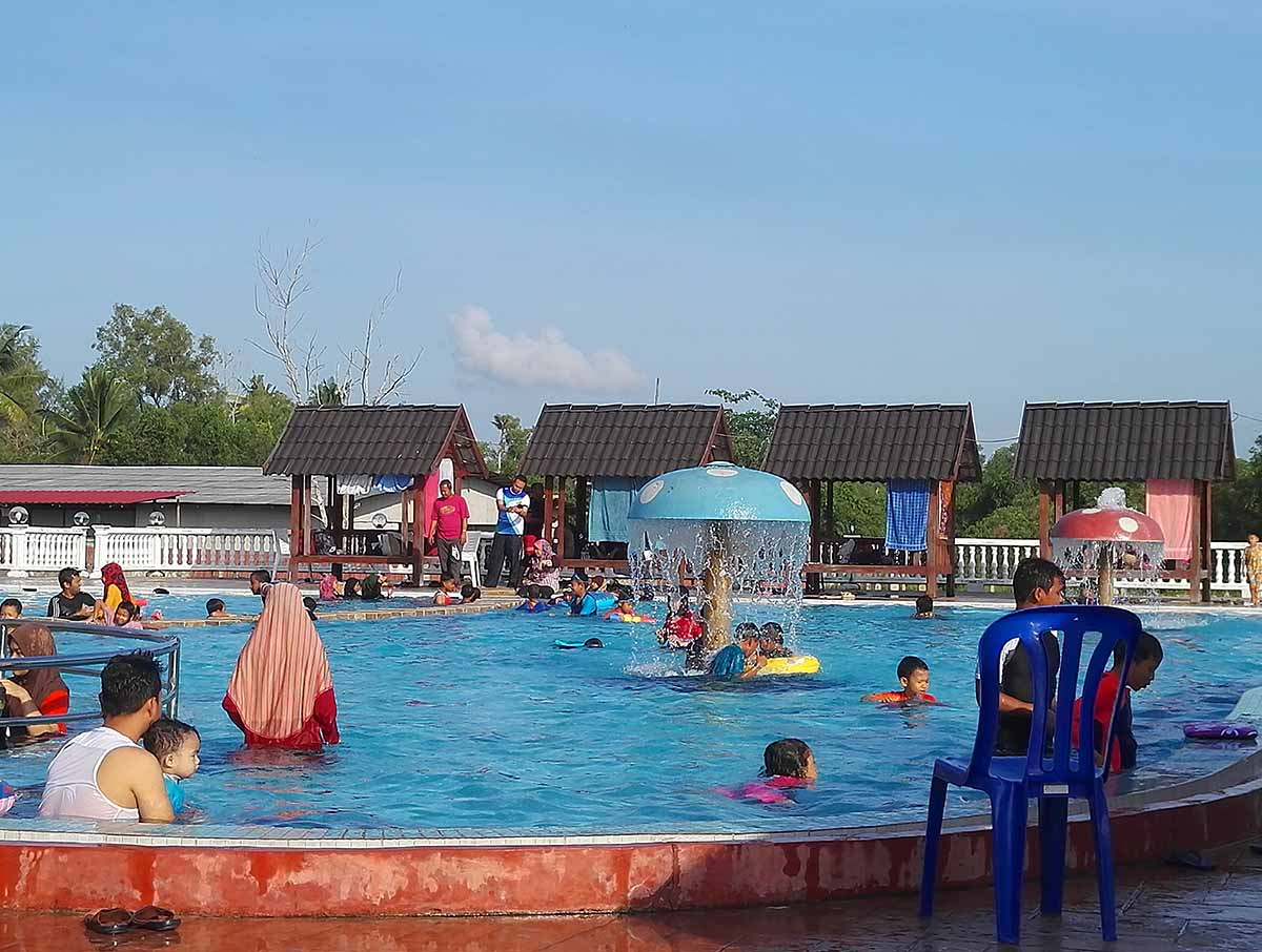 swimming pool quinara resort terengganu