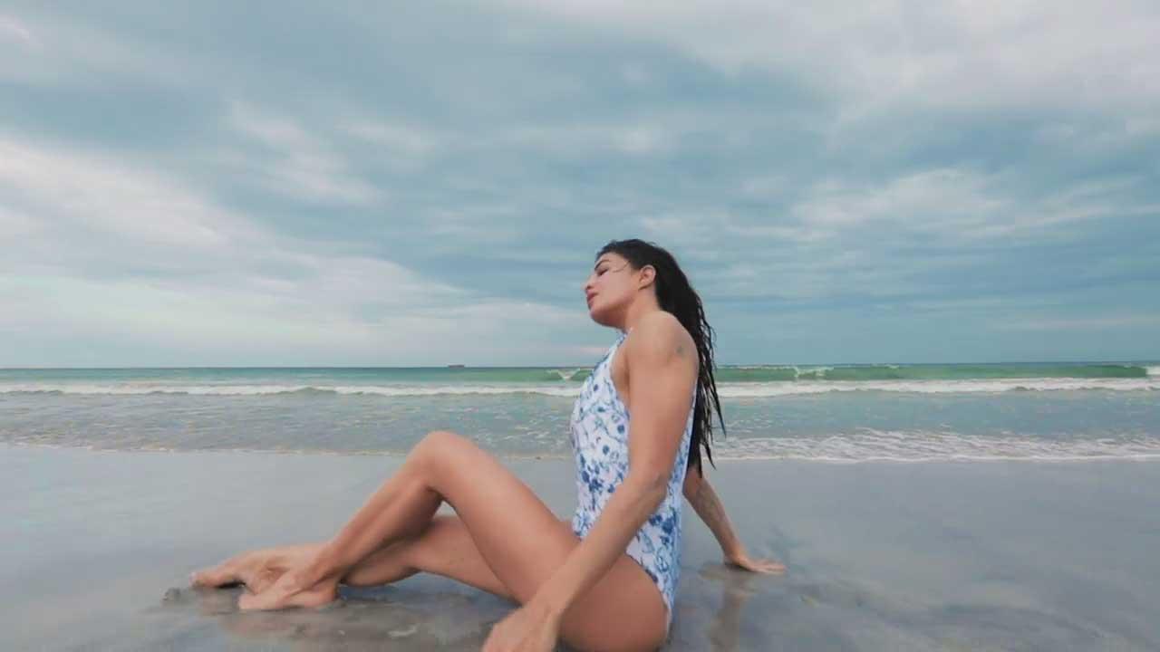 Jacqueline Fernandez bikini Swimsuit