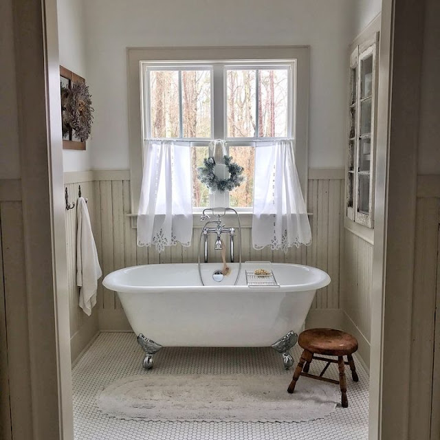Traditional Farmhouse Bathroom