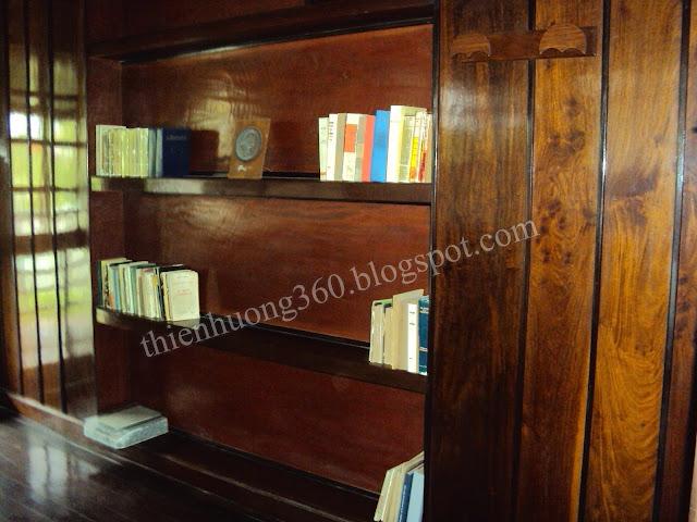 Nhà sàn Bác Hồ: Giá sách giữa 2 phòng ngủ và làm việc mùa đông
