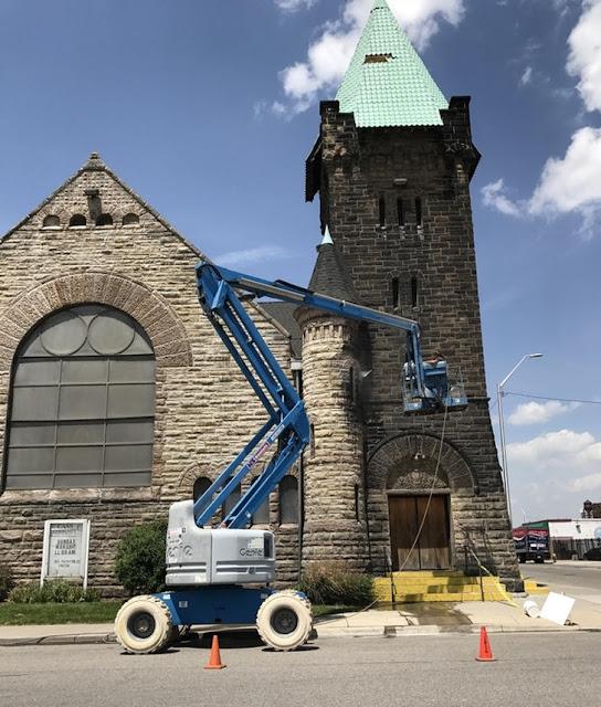 Uma igreja que nunca foi limpa desde a sua inauguração