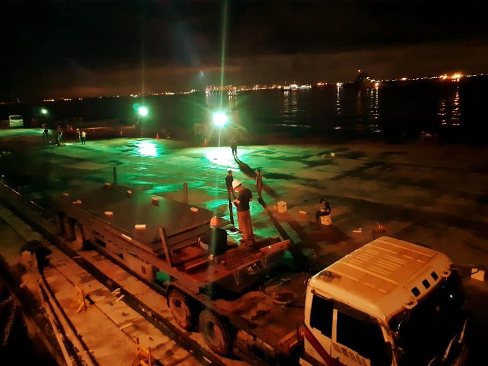 Loading kargo pelabuhan batu ampar