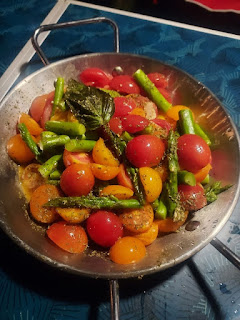 露營食好chill 簡易食譜分享 之 香草煎雙色蕃茄