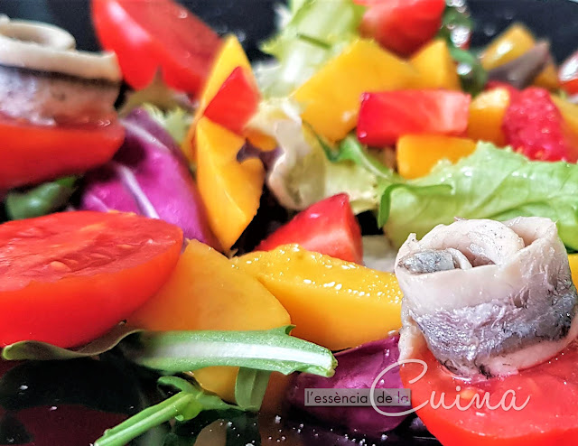 Amanida rapida maduixa, mango, seitons, cuina facil, amanides d'estiu, l'essència de la cuina, blog de cuina de la sonia