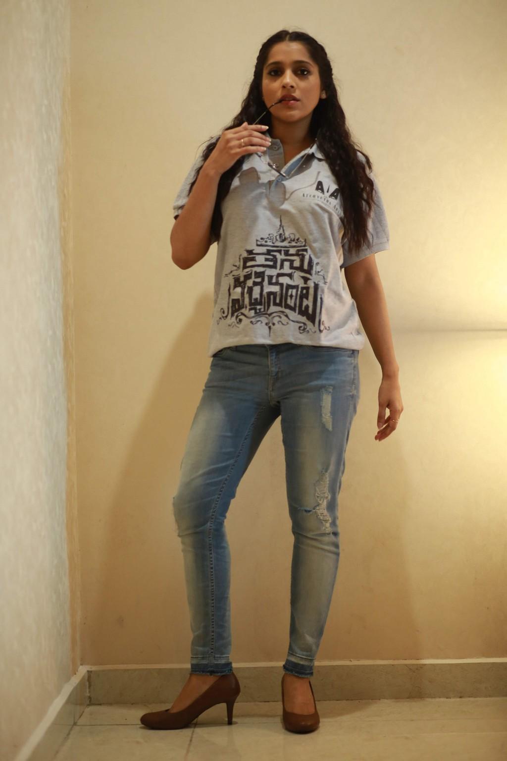 South Indian TV Anchor Rashmi Gautam Photos Shoot In Blue Jeans T shirt
