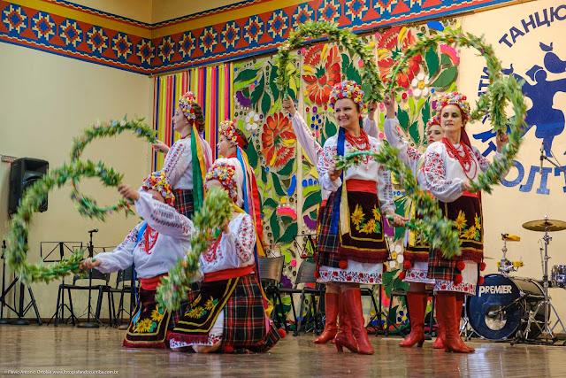Apresentação de grupo folclórico ucraniano no Clube Poltava em Curtiba