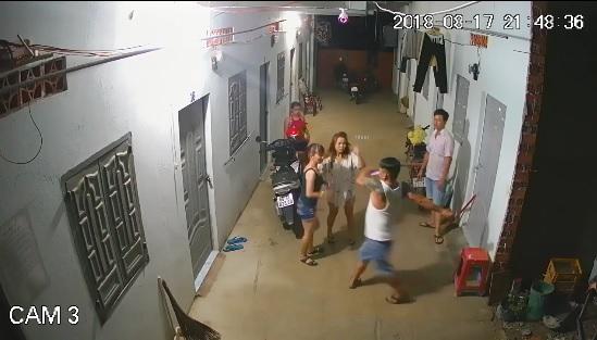 Thanh niên xăm trổ hổ báo gây sự rồi đánh phụ nữ ở phòng trọ