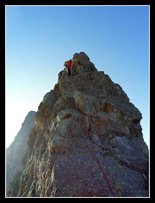 Rapelando en la cresta de Lezat