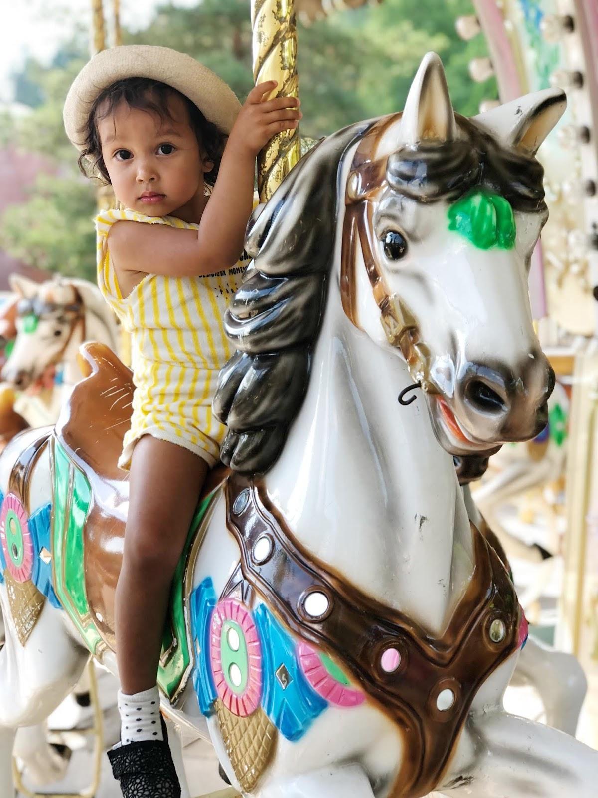 2,5-vuotiaan kanssa Puuhamaassa