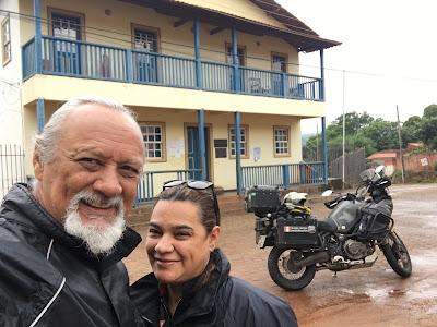 Com a minha esposa em visita a um dos municípios