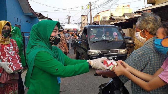 Persit Kodim Depok Bagikan 300 Nasi Kotak dan Masker